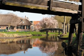 Gondolas, bridges and islands Giethoorn